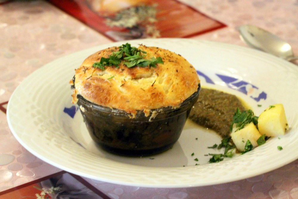 Biscuit-topped chicken pot pie3-1